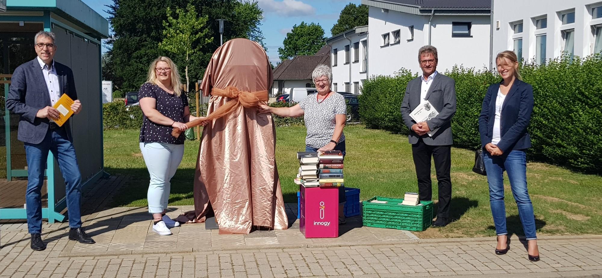 Bücherschrank in Hasselsweiler lädt zum Lesen und Tauschen ein